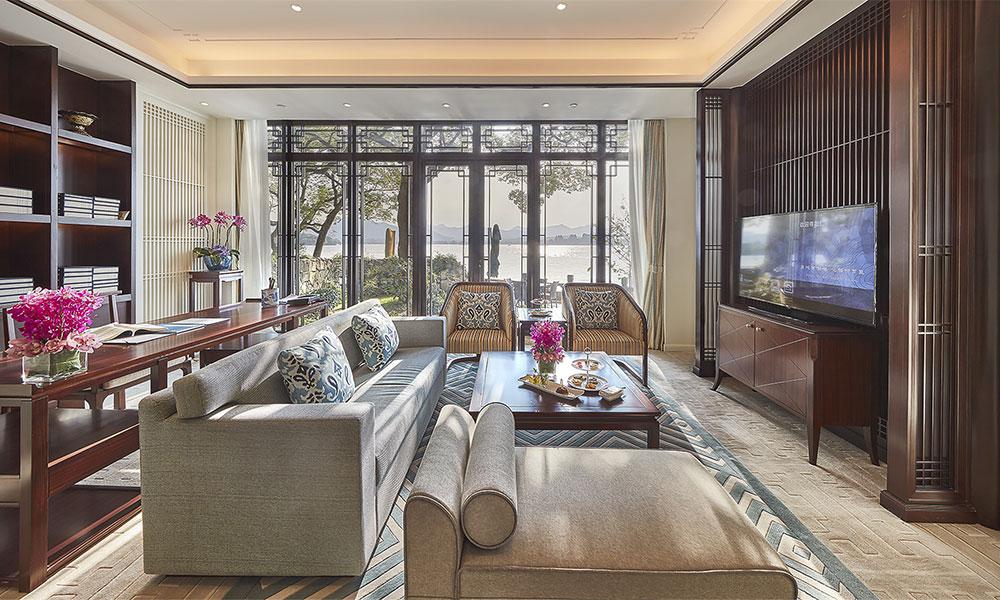 酒店家具设计时的材料选择原则与标准是什么?