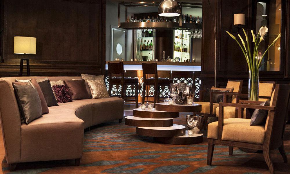 酒店套房家具中大厅沙发的摆放要求